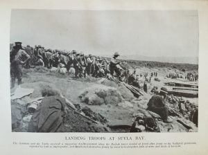 Landing troops at Suvla Bay